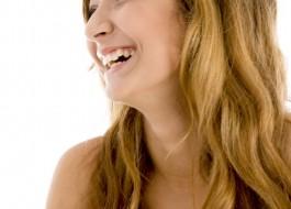 よく笑う女性